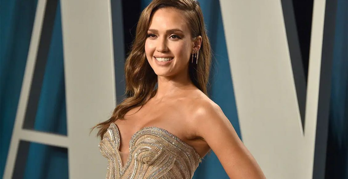 Jessica Alba Reaches her Livelihood at the Summit in Hollywood